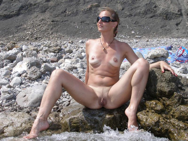 на пляже геленджик фото голых женщин крупным планом или