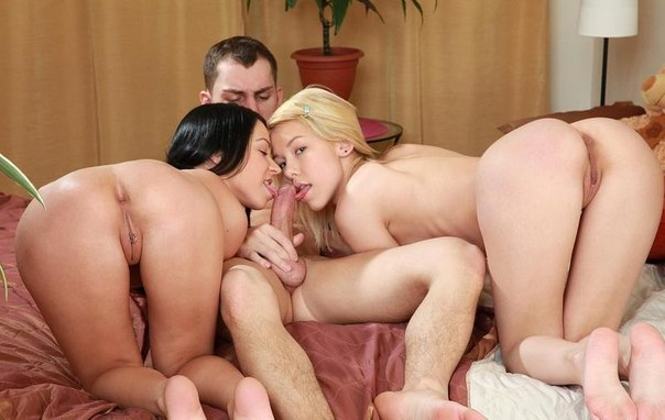 Порно молодые анал втроем
