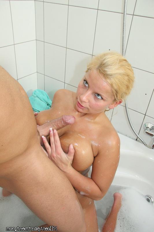 Порно фото онлайн в ванной