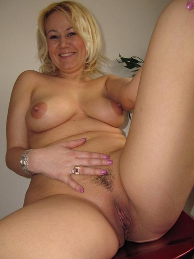 фото 40 летняя раздвинула пизду