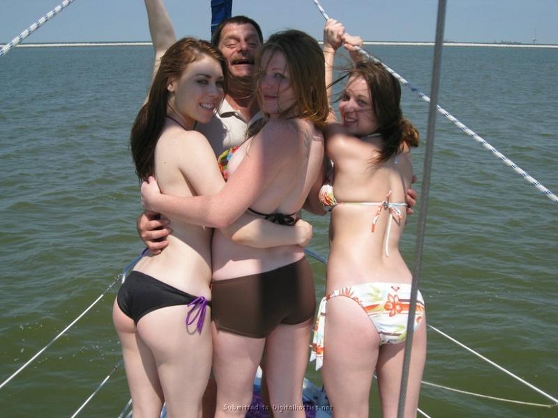 Много обаятельных и сногсшибательных девушек на яхте